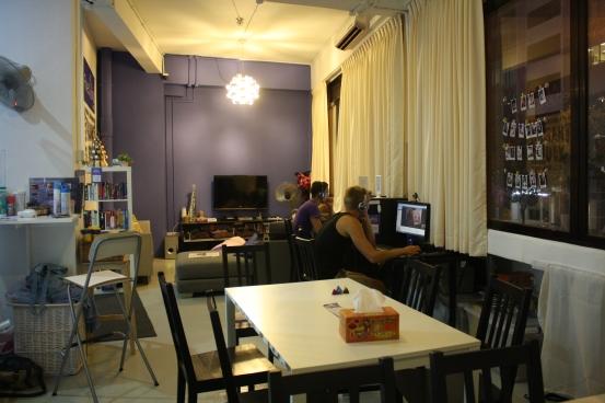 Ruang bebas (makan, internet, tivi)
