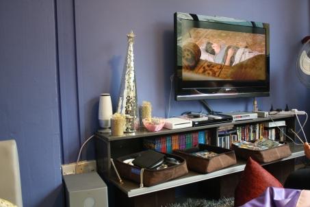 Ruang tivi. DVD Friendsnya kumpliiittt
