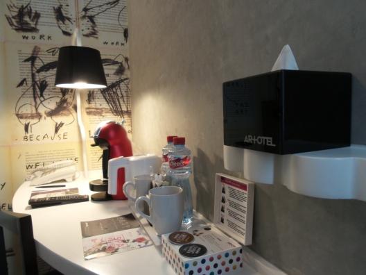 Kelengkapan meja kamar